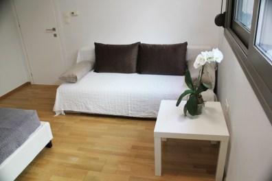 Υπνοδωμάτιο με θέα στο βράχο, με υπερδιπλό κρεβάτι και καναπέ-κρεβάτι