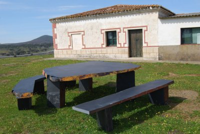 Table and benchs Pizarras Villar del Rey