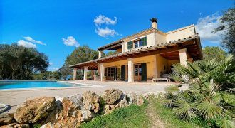 Lovely country house for sale with sea views in Colonia de Sant Jordi