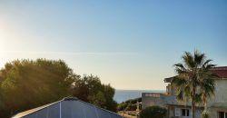 Casa en venta en Cala Llombards con terrazas y junto al mar