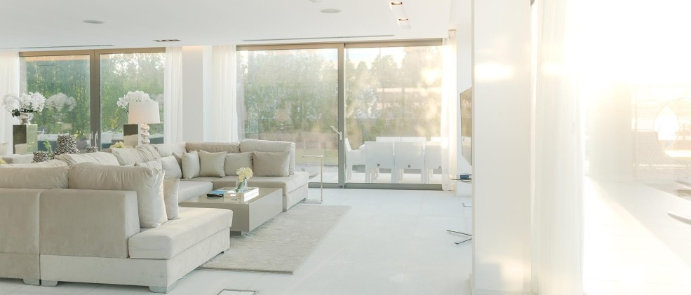 10,000 SQUARE FEET OF LIGHT-FILLED LIVING SPACE