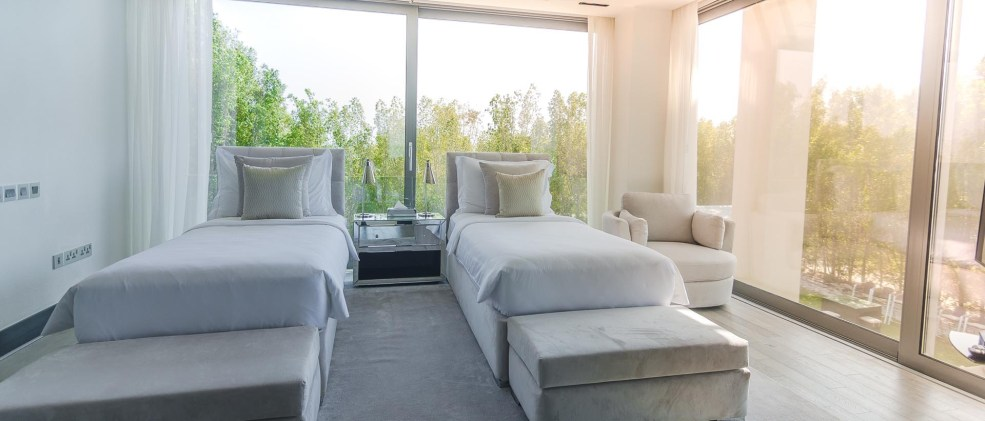 UPSTAIRS GUEST BEDROOM WITH TWIN BEDS THAT CONVERT INTO A KING