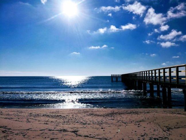 Hav och solsken vid bryggab