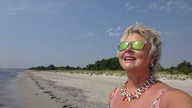 Annicka med solglasögon