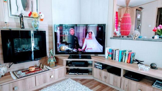 Bröllop på TV i villavagnen