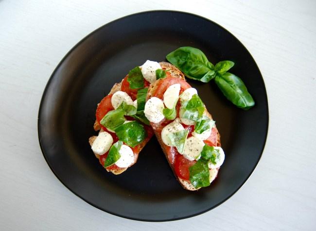 tomato boccincini bruschetta