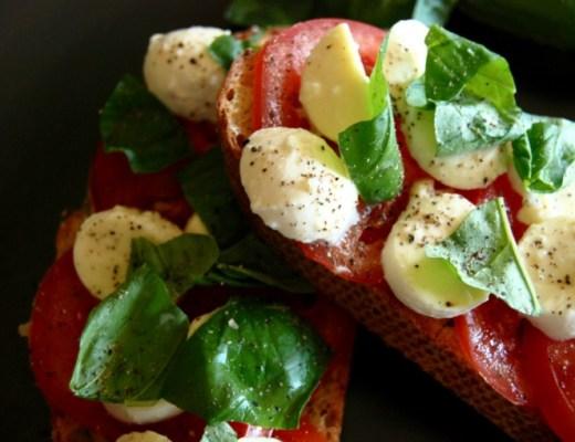 tomato bocconcini bruschetta