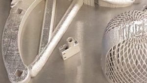 3D-metallintulostimella tulostettuja kappaleita
