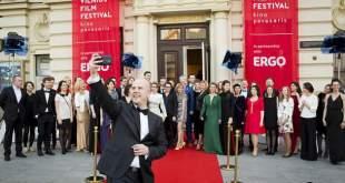 """""""Kino pavasario"""" pasiūlymas: už įamžintas nuotaikas po filmo – asmenukių lazdelės"""