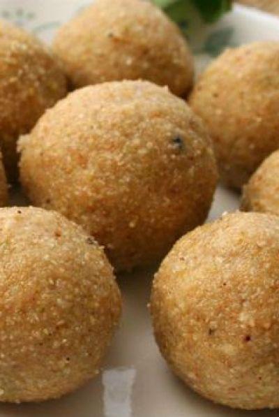 aval ladoo, poha ladoo, easy diwali sweet recipe