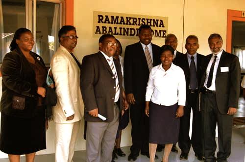 Ms N Ngubane, Councillor Mr L Naidoo (Deputy Mayor eThekwini Municipality, KZN), Pastor B A Sibisi (Chairperson, Ramakrishna Abalindi Home), the Hon. Dr Z L Mkhize (Minister for Finance and Economic Development, KZN), Caregiver, Adv H Kessie Naidu SC, Mr P Ishwarlaal and Prof V B Jogessar