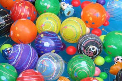 Boules colorées représentant un festival de sensations