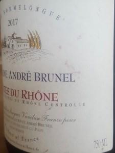 zoom sur contenance étiquette bouteille vin