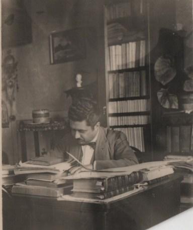 gl-con-la-sua-scrivania