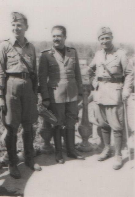 il-capitano-di-artiglieria-giuseppe-lombardi-al-centro