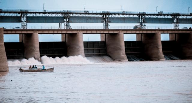 Dam with sluice gate