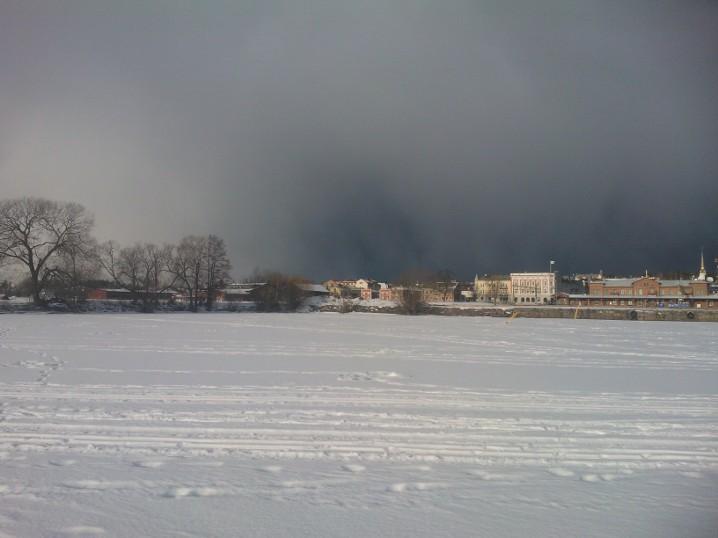 A ten minutes long storm approaching Arvika.