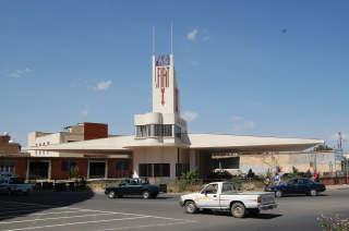 Denne bensinstasjonen i Asmara, formet som et fly, regnes som et høydepunkt i futuristisk arkitektur.