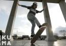 Видео: Этот 12-летний паренек просто фантастически умеет обращаться со скейтбордом.