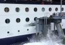 Видео: Огромный круизный лайнер Celebrity Infinity снес часть пристани.