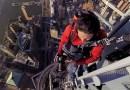 Фотограф взобрался на шпиль Башни Свободы в Нью-Йорке. (+Видео)