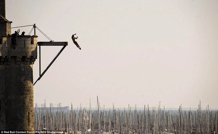 La-Rochelle-France-Red-Bull-Cliff-Diving-World-Series-vinegret (12)
