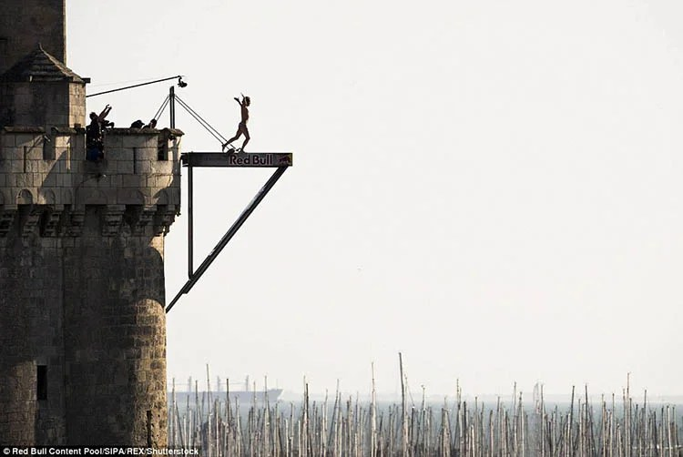 La-Rochelle-France-Red-Bull-Cliff-Diving-World-Series-vinegret (4)