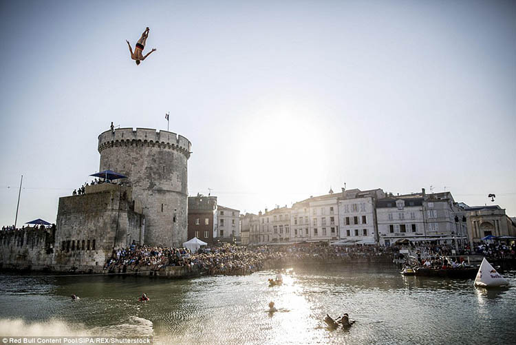 La-Rochelle-France-Red-Bull-Cliff-Diving-World-Series-vinegret (7)