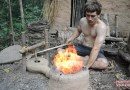Видео: Парень строит сильфон для розжига огня, используя только примитивные технологии.