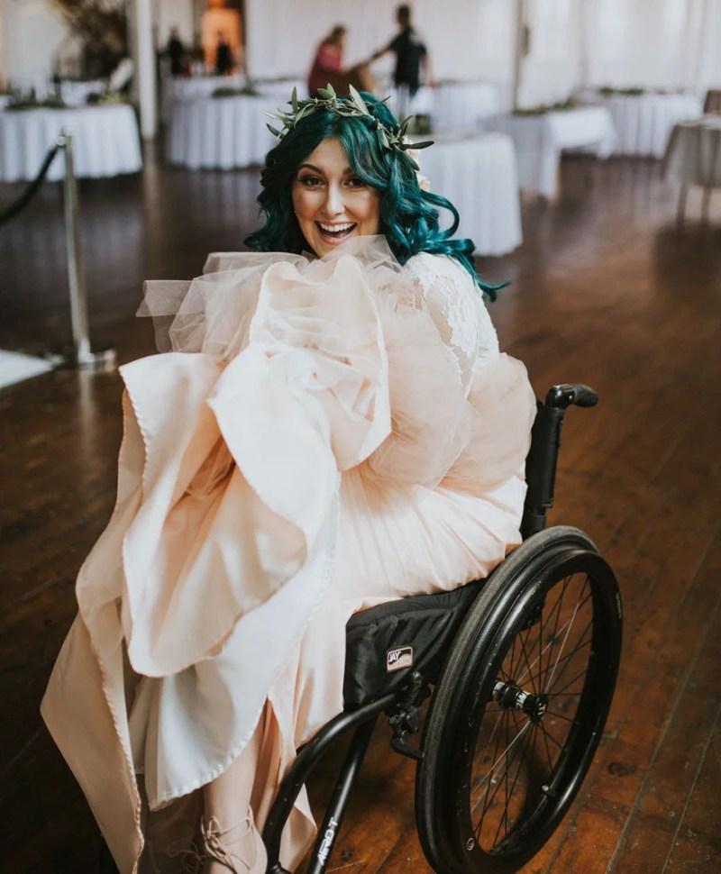 paralyzed-bride-walks-at-wedding-jaquie-goncher-vinegret (3)