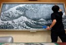 Японский учитель удивляет учеников своими потрясающими рисунками мелками на школьной доске.