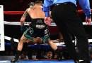 51-летний боксер Бернард Хопкинс закончил бой после того, как от града нанесенных по нему ударов, вылетел с ринга. [Видео]