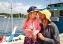 Отец и дочь смогли добраться на сломанном катамаране до Австралии, проведя 27 дней в море.