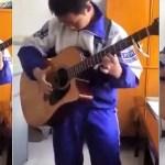 13-летний китайский паренек потрясающе исполняет на акустической гитаре композицию «Thunderstruck» группы AC/DC. [Видео]