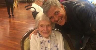 Джордж Клуни удивил 87-летнюю старушку, придя в день ее рождения к ней в дом престарелых.