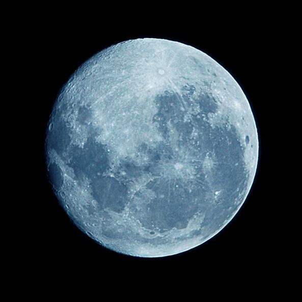 Blue_Moon_-_Hand-held