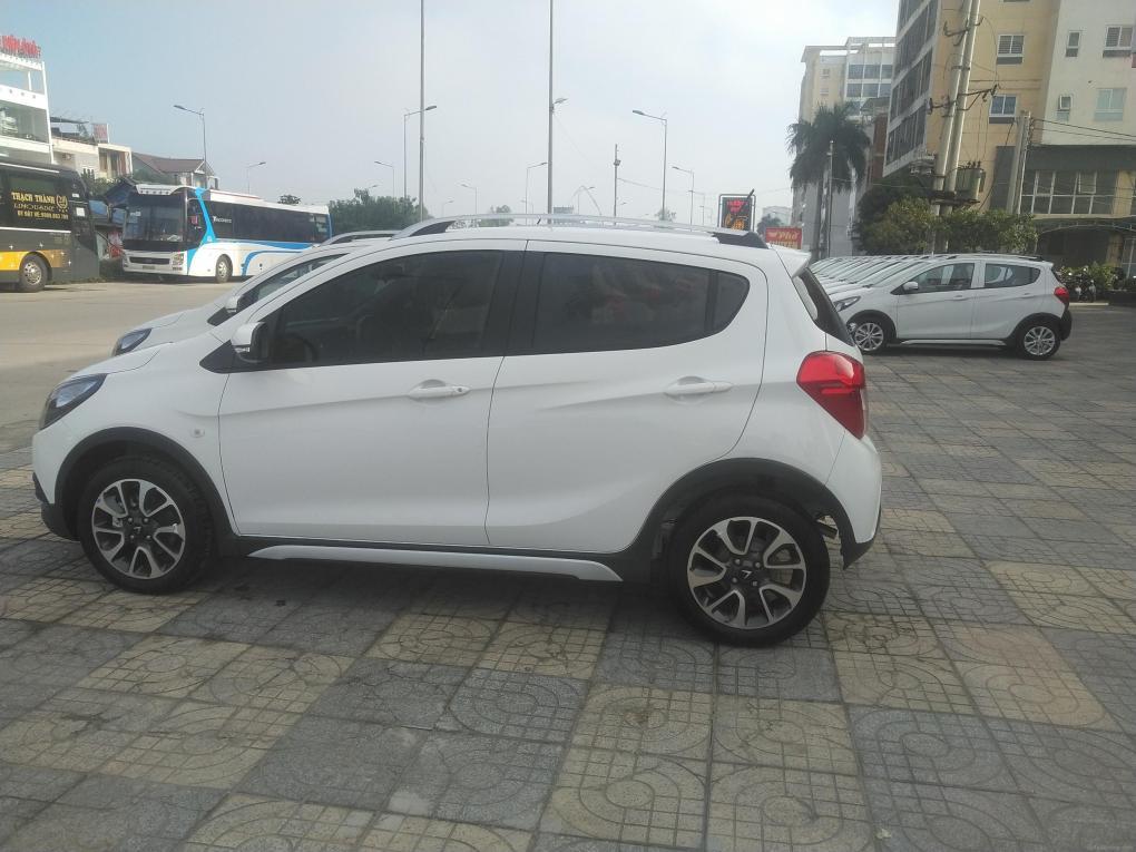 Xe fadil trắng được sơn lại 1/2 cản sau cùng màu xe