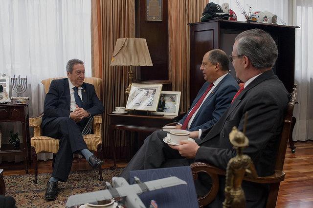 Vinicio Cerezo presentó plan de trabajo para los próximos cuatro años del SICA al Presidente de Costa Rica