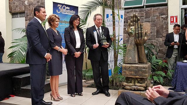 Vinicio Cerezo es nombrado embajador de la paz