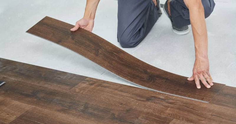 Diferencias entre el piso vinílico en rollo y en piezas