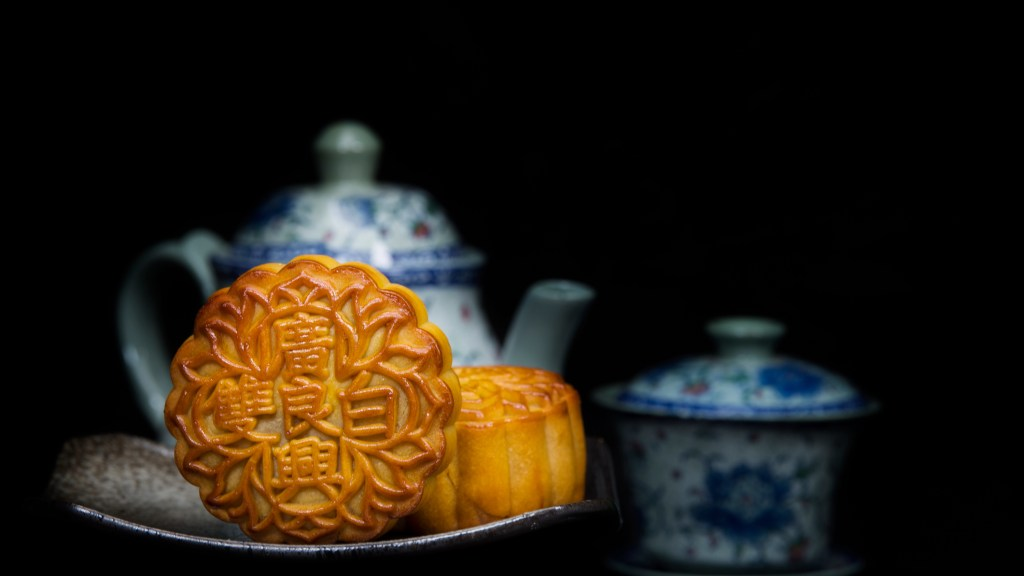 """Mooncakes are offered to friends or on family gathering during the mid-autumn festival / Mooncake/ The Chinese character on the mooncake represent """"Double white"""" in English ()Mooncakes are offered to friends or on family gathering during the mid-autumn festival / Mooncake/ The Chinese character on the mooncake represent """"Double white"""" in English (pic: iStock)"""