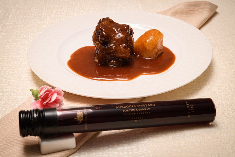 braised oxtail and Fortuna 2017 (pic: Vino Joy News)