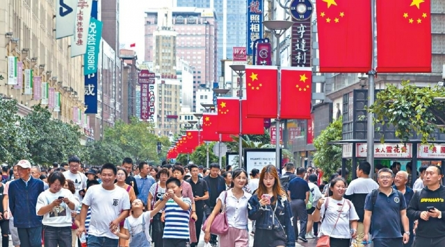Chinese consumers splurged on Golden Week holiday (pic: Headline Daily)