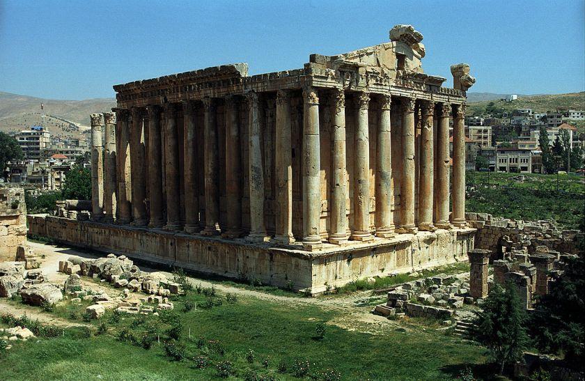 Римский храм Бахуса в Баальбеке фото: wiki