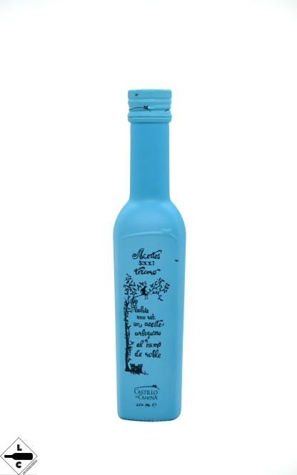 Es el primer y único aceite infusionado en frío elaborado mediante un sistema de producción artesanal que sigue los más estrictos controles y protocolos de calidad. Con la ayuda de maestros ahumadores hemos hecho una selección de distintas maderas ecológicas, en la que predomina el roble. Se presenta en botella de 250ml, en color azul turquesa y serigrafiada en negro