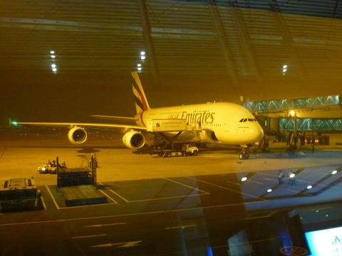 静静停在航站楼外面的A380,它将带我飞向迪拜