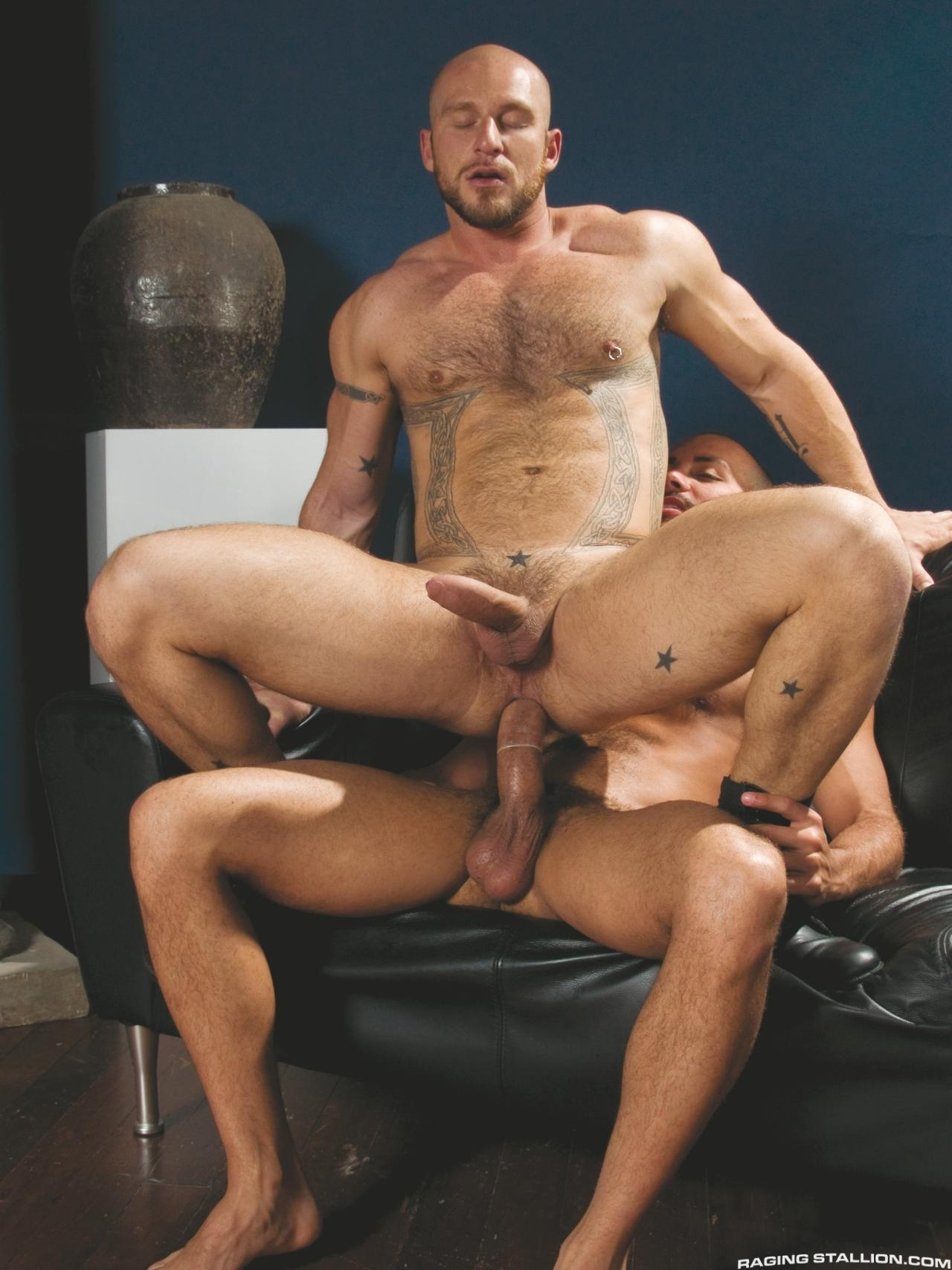 Antonio Biaggi fuck Aitor Crash gay hot daddy dude porn On the Job