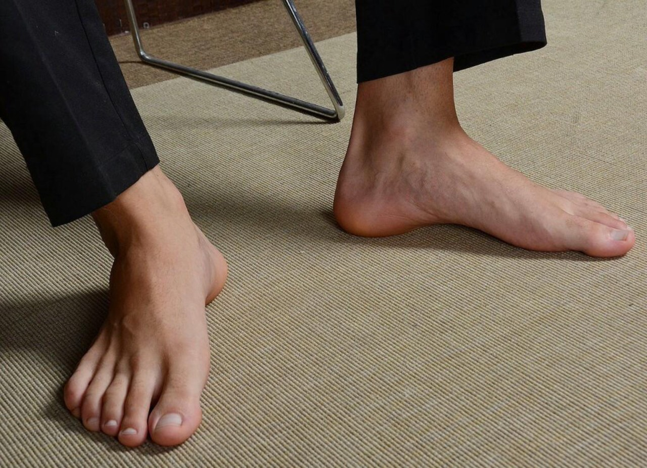 gay hot daddy men dude barefoot sexy feet