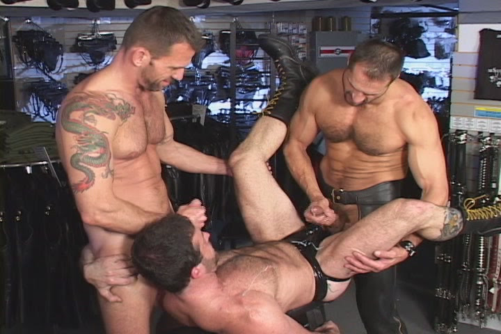 Arpad Miklos Gus Mattox fuck Sam Shadon gay hot daddy dude men porn Leatherbound