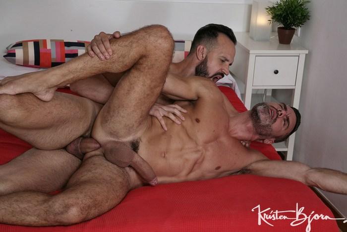 Manuel Skye bareback flip-fuck Andy Onassis gay hot daddy dude men porn Raw Tomcats